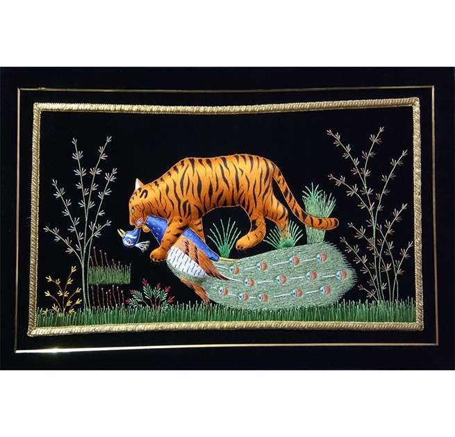 Silk Embroidery Prey Catching Tiger Wall Hanging